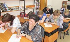 Всероссийская акция «Тотальный диктант» вШарканской библиотеке