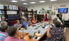 Праздничное мероприятие «С любовью кбабушке» в районной библиотеке