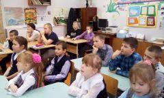 Внеклассный час «Яимею право!» длямушковайских школьников