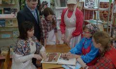 «День в стиле этно»: акция Можгинской районной библиотеки к Дню родного языка